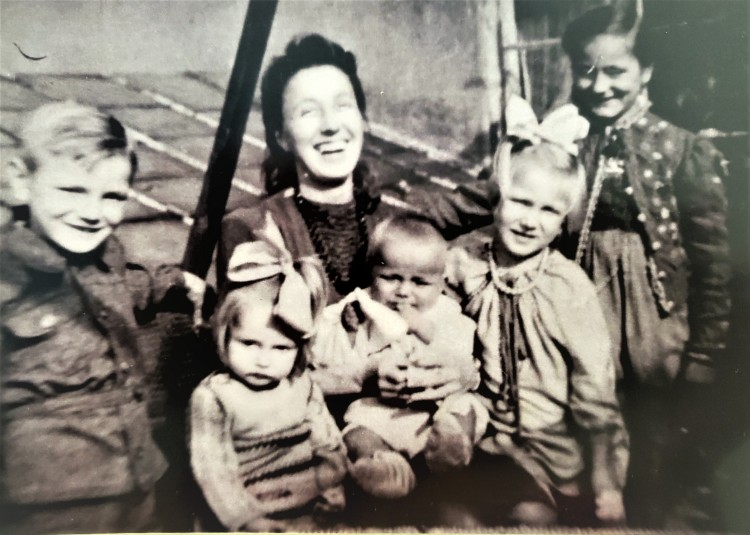 Nora with her five children (left to right) Hardy, Heidi, Rudi, Edel and Katharina, far right.